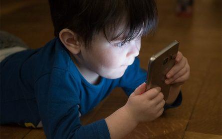 Ujesto igračke telefon