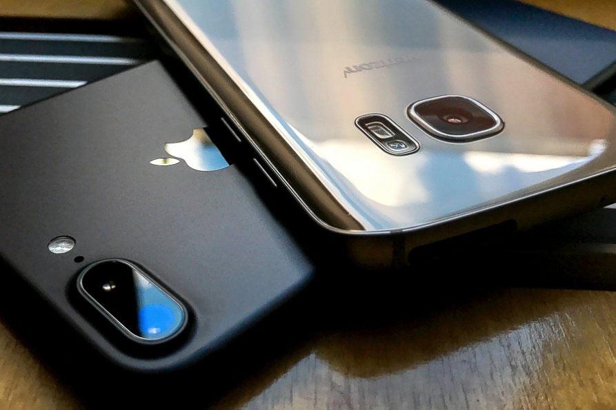 Apple i Samsung otkrili da se korisnici okreću jeftinijim modelima