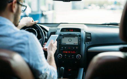 Sprečavanje vozača da koriste mobilni dok upravljaju vozilima