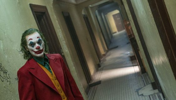 """Policija intervenisala i iz dva bioskopa izvela maloljetnike sa """"Džokera"""""""