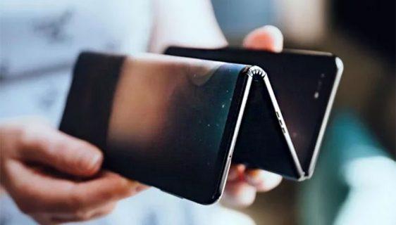Prototip TCL preklopnog smartfona koji se rasklapanjem pretvara u tablet