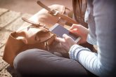 Djevojke mnogo više zavisne od telefona (FotoL: Pexels)