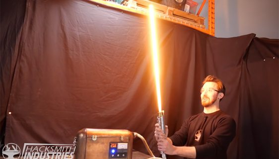 Svjetlosna sablja iz filma Ratovi Zvijezda (Foto: YouTube Screenshot / The Hacksmith)