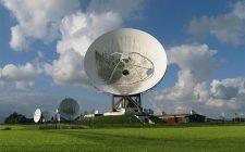 radio satelit signali iz svemira (it-mixer ilustracija)
