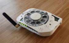 Mobilni telefon sa brojčanikom fiksnog telefona