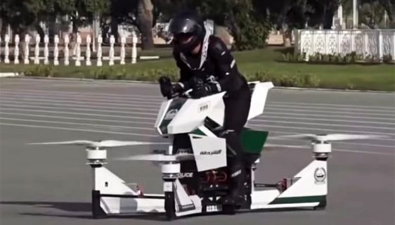 "Policajac u Dubaiju uništio ""leteći motocikl"""