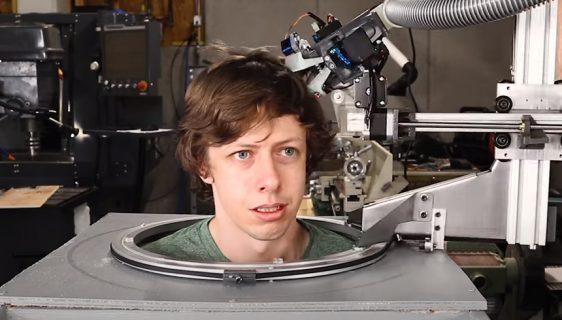 Mladi inženjer napravio robota frizera i isprobao ga na sebi