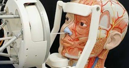 Robot za testiranje na korona virus