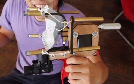 Pištolj za ispucavanje zaštitnih maski u lice