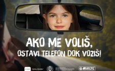 """Poruka vozačima: """"Ako me voliš, ostavi telefon dok voziš!"""""""