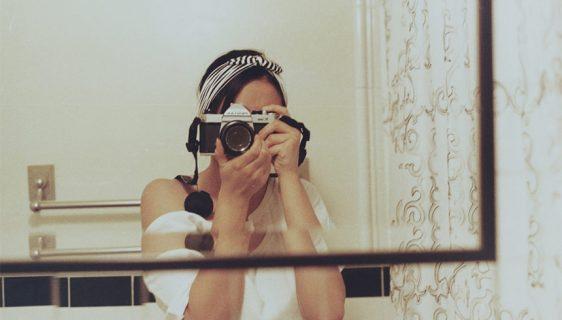 Zašto ne izgleda isto naš odraz u ogledalu i naše fotografije?