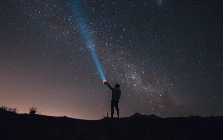 Univerzum-nebo-svemir-ilustracija (Foto: Tomas Anunziata / Pexels)