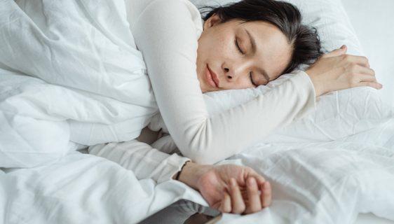 Da li je štetno otići na spavanje i ostaviti telefon pored sebe?