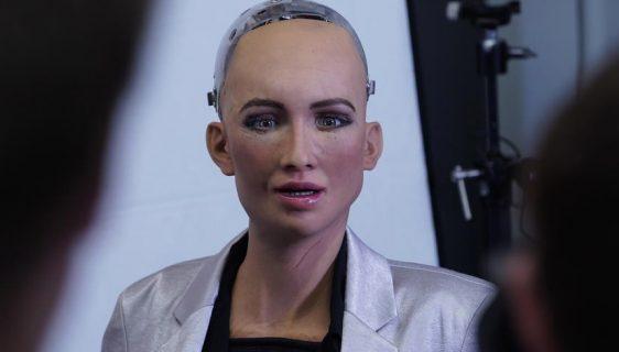 """Robot Sofija htjela da uništi ljude, a sad dobija """"porodicu"""""""