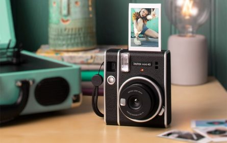 Fujifilm predstavio Instax Mini 40 fotoaparat retro dizajna