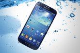 Stručnjaci preporučuju šta da radite ako vam telefon padne u vodu